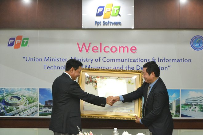 FPT Chairman Truong Gia Binh meets with Myanmar's Minister of Communications & Information Technology in Vietnam