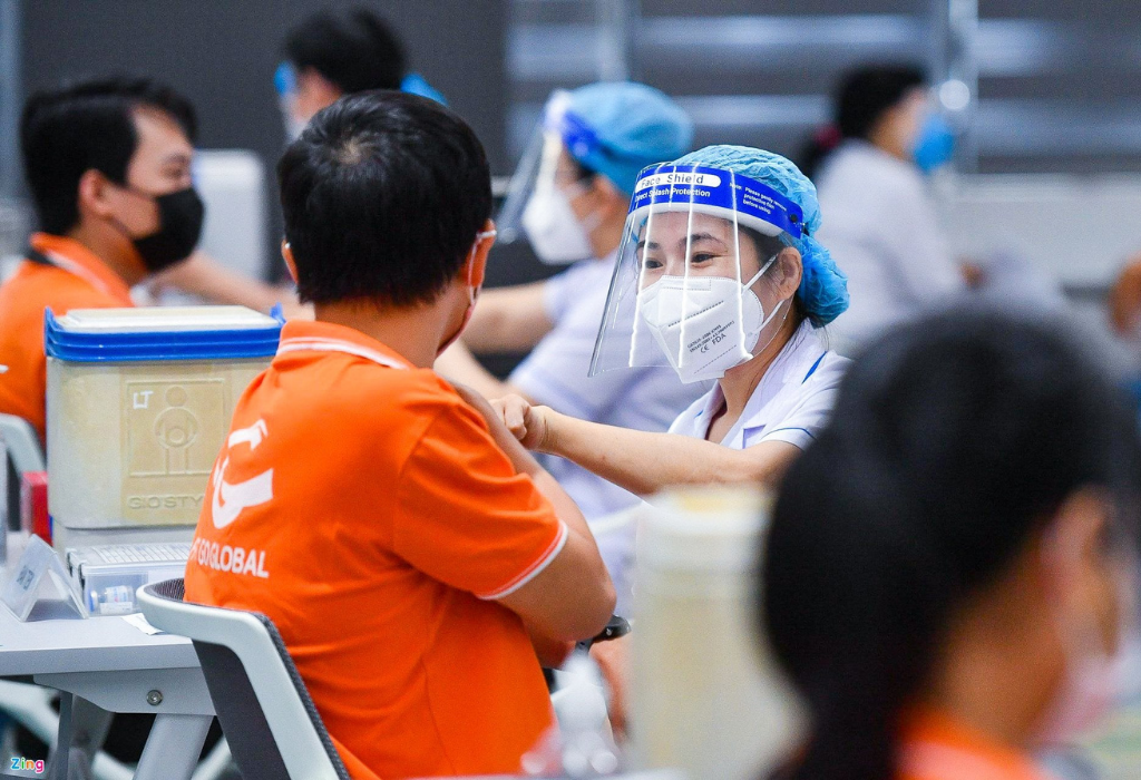 Nearly 9,000 FPT Employees in Covid Epicenter Gets Vaccinated as Vietnam Starts Largest-Ever Vaccination Drive